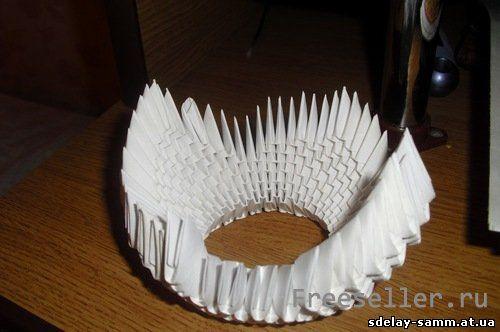 Объемный лебедь из бумаги